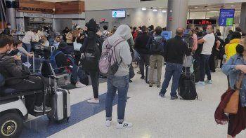 Pánico en un vuelo de United con 300 argentinos a bordo