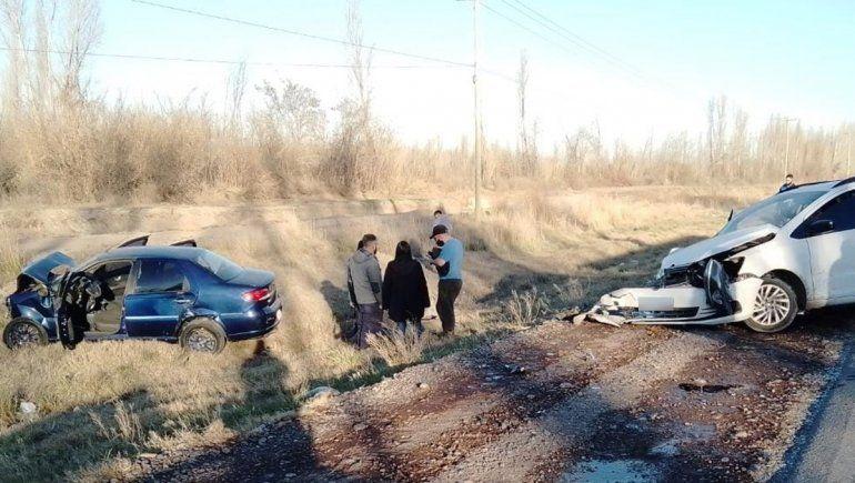 Dos autos chocaron de frente sobre la Ruta 151