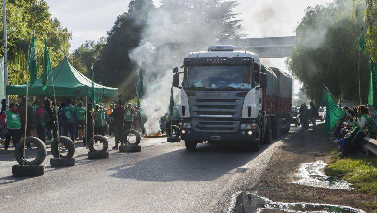 El gremio ATE levantó la protesta en los puentes carreteros
