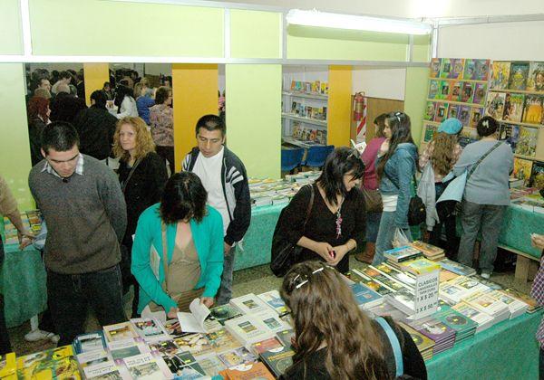 Variada programación para hoy en la Feria del Libro