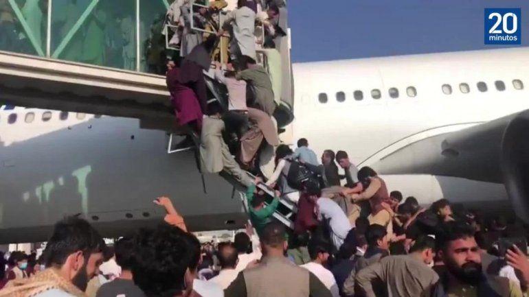 Afganistán: dramáticos videos del ataque de los talibanes al aeropuerto de Kabul
