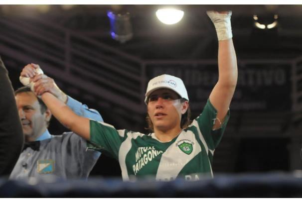 Betiana Viñas va por un título mundial de boxeo