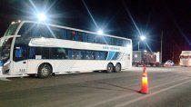 detienen a un colectivo con turistas jubilados: tenian covid
