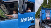 bullrich al volante: manejo un camion de tortoriello en su visita a cipolletti