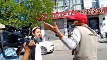 decomiso y agresion a periodistas en un supermercado de roca