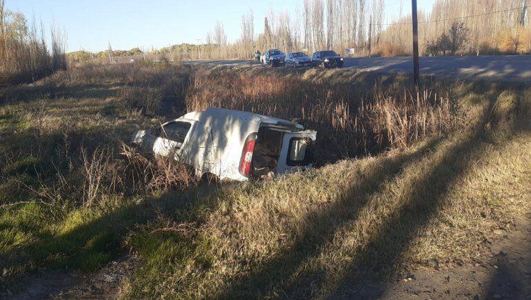 Robó una camioneta, se dio a la fuga y volcó sobre la Ruta 151