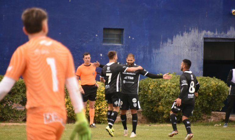 Taborda festeja el primer gol albinegro.