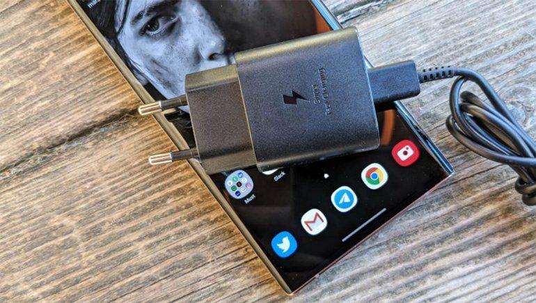 Samsung estudia retirar el cargador y los auriculares en los Galaxy S21