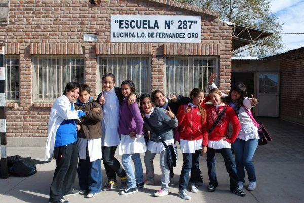 Desfile a beneficio de la Escuela 287 de Fernández Oro