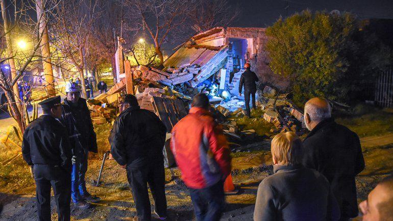 Un hombre quedó atrapado tras una explosión en Neuquén