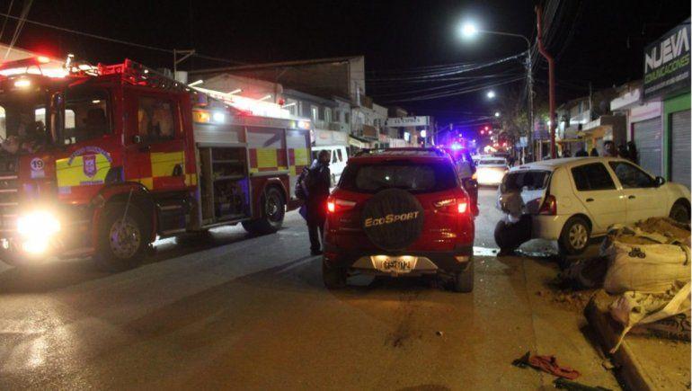Conductora se desvaneció y chocó contra un auto estacionado