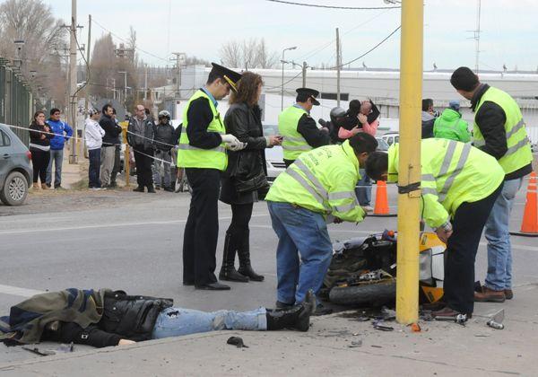Fatal colisión de una joven motociclista