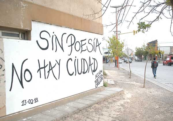 Poesía en las paredes de la ciudad
