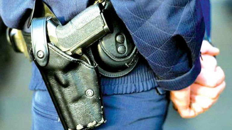 Armas secuestradas habían sido robadas a policías. (Foto archivo)