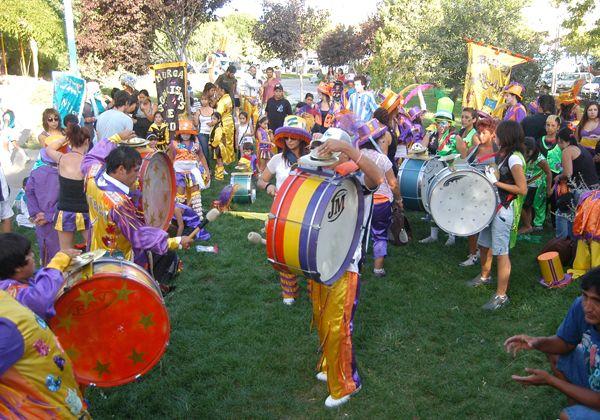 Murgas pusieron ritmo y color a la tarde