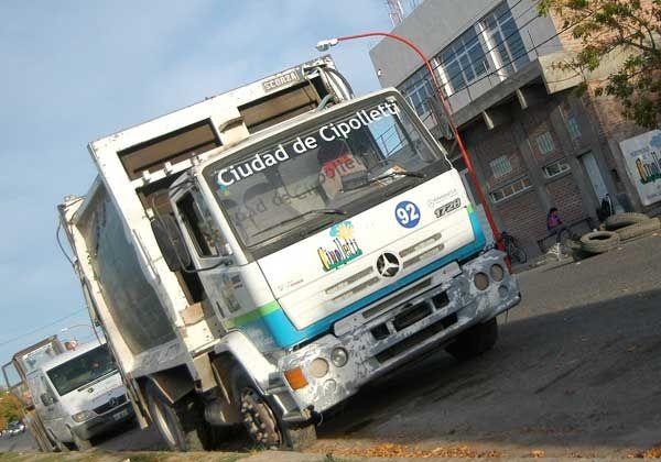 El municipio compró cuatro camiones para la basura