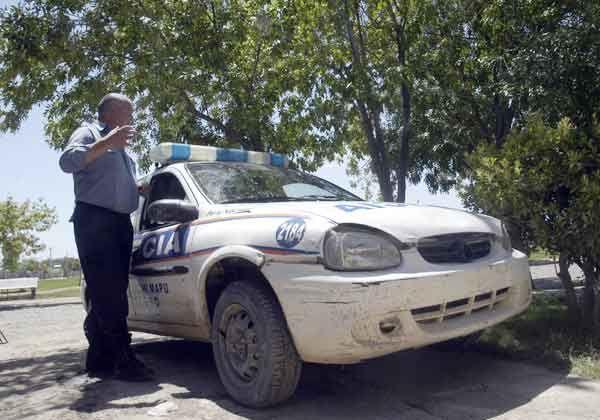 Jóvenes agredieron a dos policías en barrio Villarino