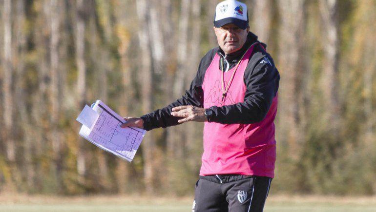 Gustavo Raggio no quiere perder el trabajo de campo.