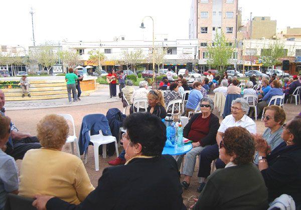 Algarabía de los abuelos por celebración de sus derechos