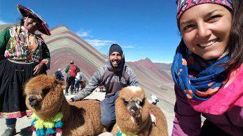 Nacho y Ale en la montaña Arcoiris, Perú.