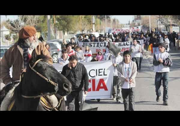 Reclamaron justicia en homenaje a José Maciel