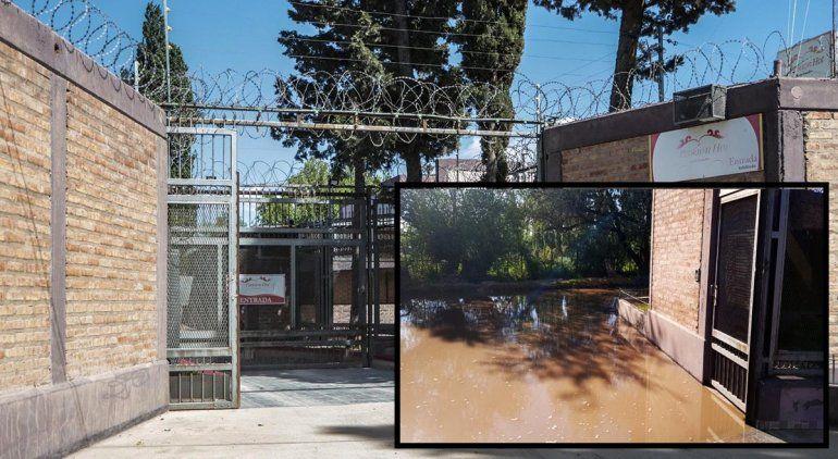Indignante: una toma tapó un canal y el agua va a parar a un motel
