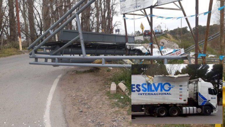 Los camioneros también chocan en el Dique Ballester por exceso de altura