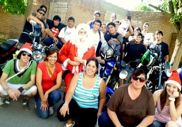 Papá Noel repartió juguetes en Campo Grande