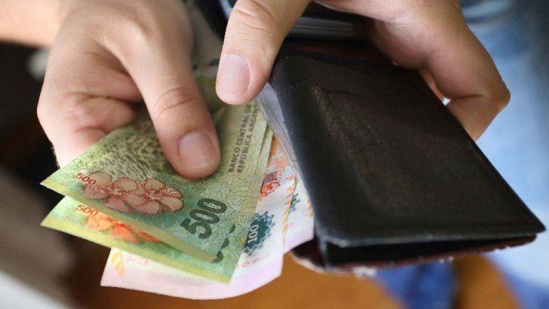 Ex concejal denunció que un cajero le retuvo mil pesos