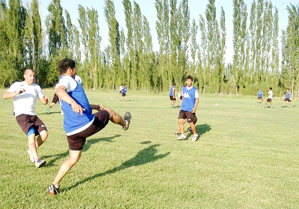 Primera práctica formal de fútbol para Cipolletti