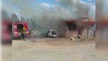 una madre rescato a su bebe de un incendio que consumio su casa