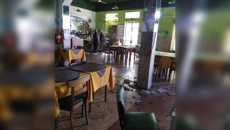 Ingresaron con llave y provocaron destrozos en un restaurante cipoleño