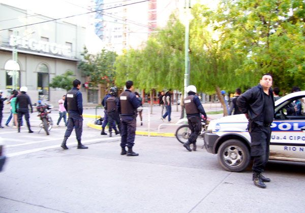 Incidentes en la plaza San Martín y un camión incendiado
