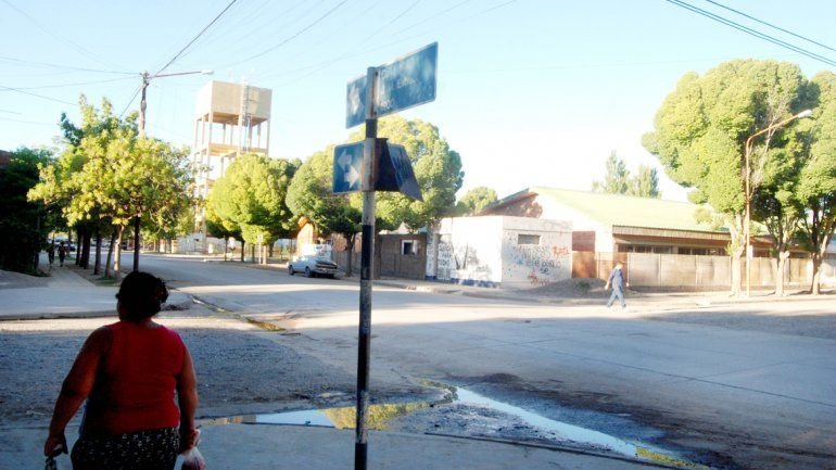 El bicichorro sorprendió a la víctima cuando caminaba por la intersección de las calles Turrín y Estrada.