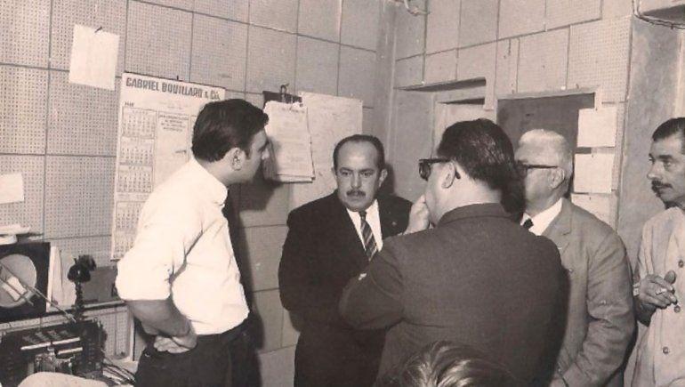 Transmisión radio durante el Cipolletazo, en la foto Tohmé con el Dr. Julio Salto y otras personas.