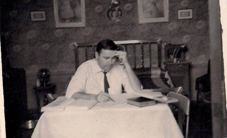 Vladimiro estudiando.