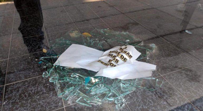 Reventó los vidrios de la Uocra para robar y terminó preso