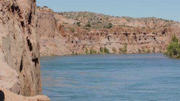 turismo de cercania: postal del rio en los acantilados de balsa