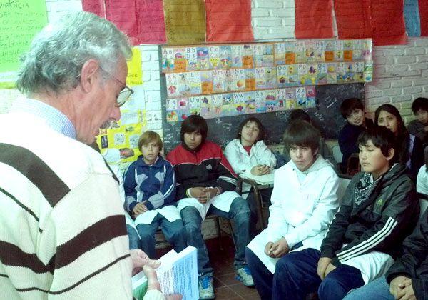 El escritor Agostino visitó la Primaria 36