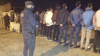 fiesta clandestina termino con 50 pibes detenidos