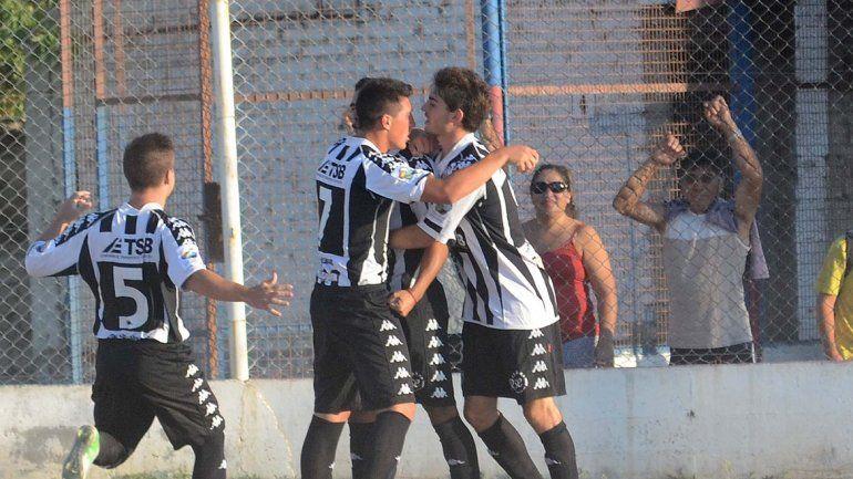 Deportivo Roca organiza el torneo. También juega Regina y Chichinales.