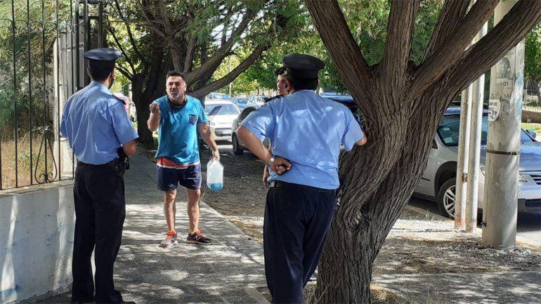 Amenazó con prenderse fuego frente a Ciudad Judicial