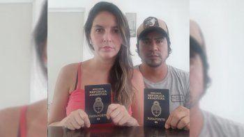 Cecilia y Leonardo piden ayuda al gobierno argentino para regresar al país.