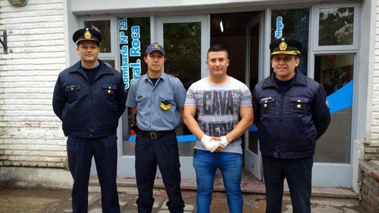Destacaron la labor de los policías que rescataron a un mujer en Roca