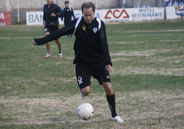 Oscar Padua jugará en Fernández Oro