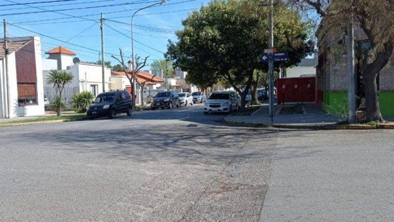 Entraban a una cervecería y dos motochorros los asaltaron