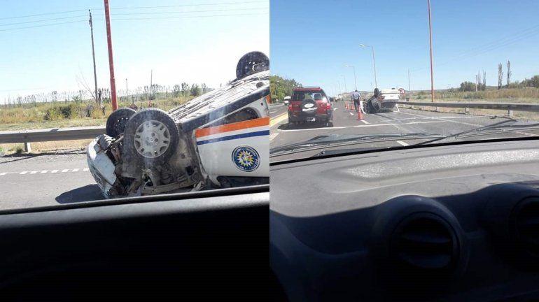 Chichinales: un móvil policial volcó sobre la Ruta 22