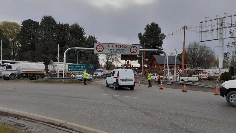 Colocaron la cartelería que evitará choques contra el puente ferroviario