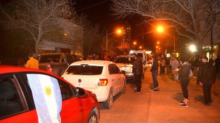 Comerciantes y vecinos de Cipolletti se movilizaron en contra del regreso a Fase 1