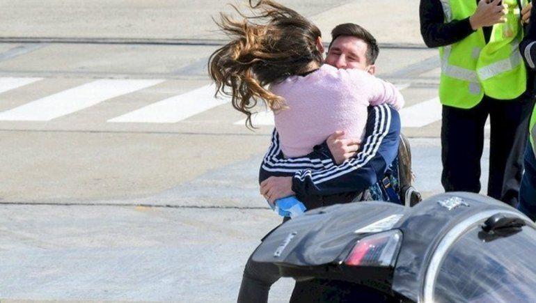 Puro amor: el recibimiento de Antonela a Messi en su llegada a Rosario